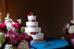 Red roses on white wedding cake