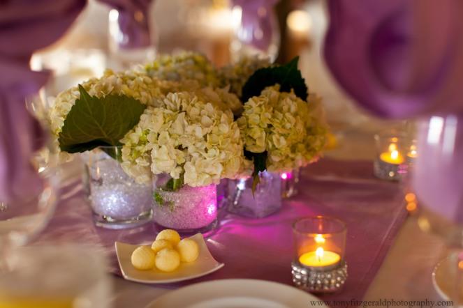 White hydrangeas as wedding table decorations